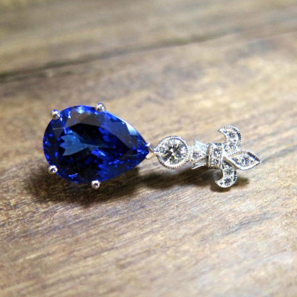 2015-10-27_18ct_wg_tanzenite_and_diamond_pendant