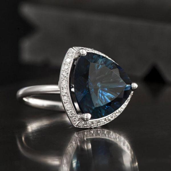 2015-10-27_Trillion_cute_london_blue_topaz_with_diamonds