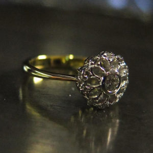 2015-10-28_Flower_ring_in_yellow_and_white_gold