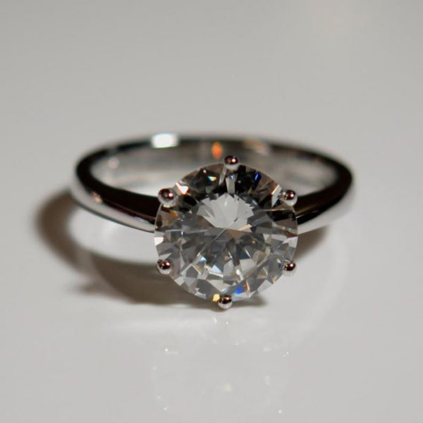 2015-10-29_Traditional_solitaire_ring