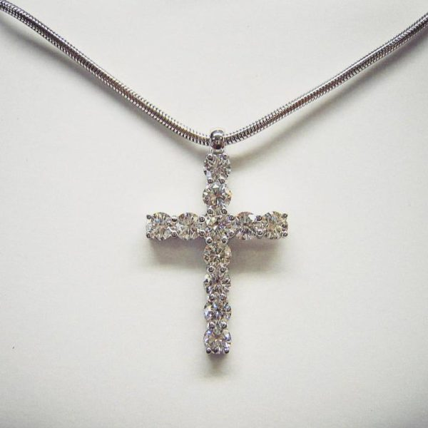 Diamond cross pendant (Exceptional diamond cross pendant with snake chain)