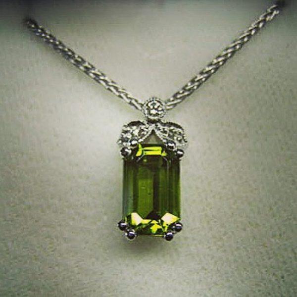 Peridot pendant (Exotic emerald-cut peridot)