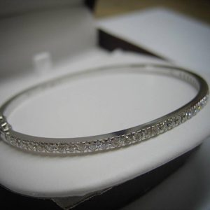 White gold bangle (Flawless bangle with diamonds)