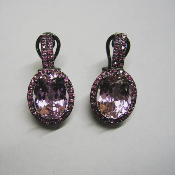 White gold earrinhs (18ct white gold with black rhodiim plating pink sapphire and kuznite earrings)